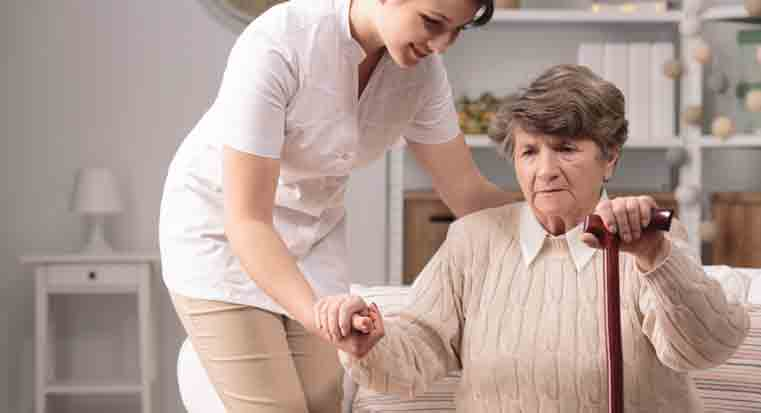caregiver-helping-alzheimers-patient-care